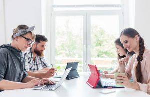 Grupo de freelancers trabajando